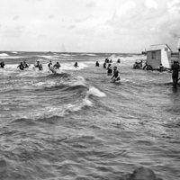 history-womens-swimwear-bathing-machines.jpg
